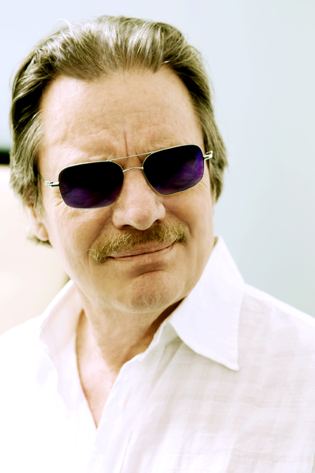 /_uploaded_files/delbert-mcclinton-head-color-small.jpg